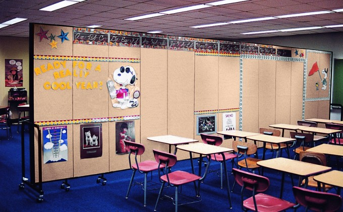 Design Needed Space with Portable Room Dividers for Classrooms