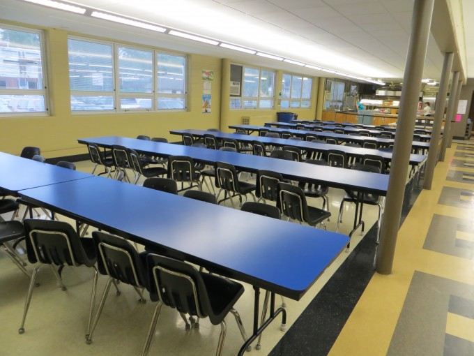 Open cafeteria before classroom room dividers